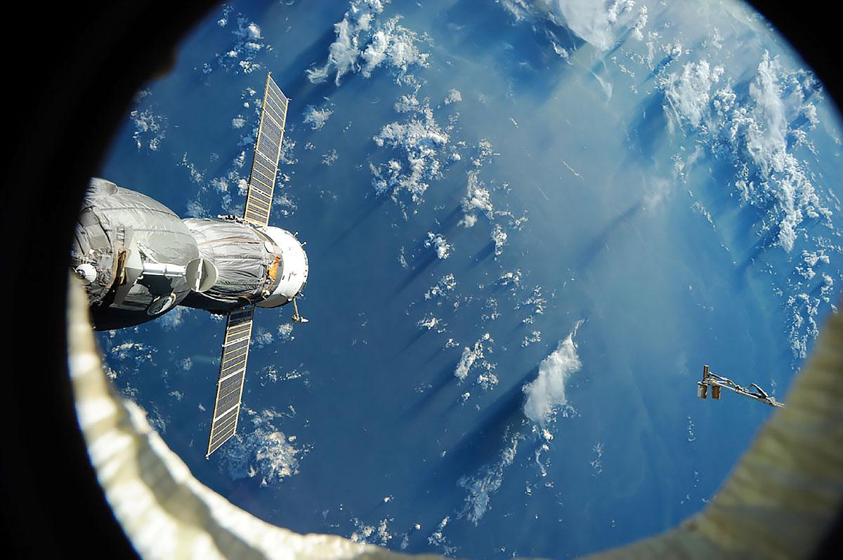 Картинки с космоса как первый человек вышел из ракеты в космос